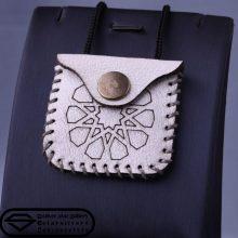گردنبند چرم همراه با حرز دستنویس امام جواد علیه السلام طرح دوازدهم